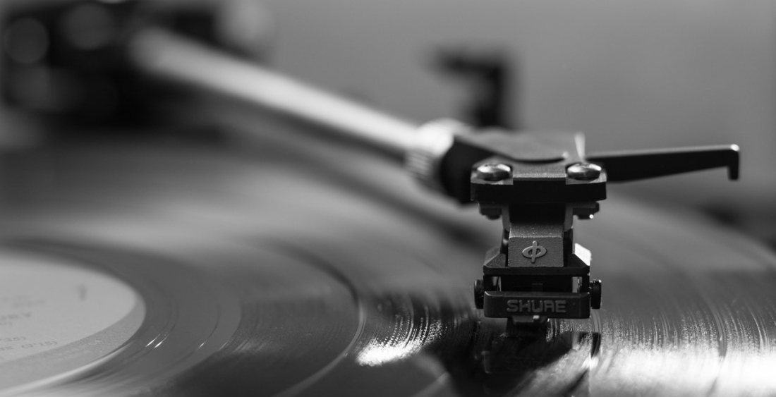 black-vinyl-player-145707.jpg